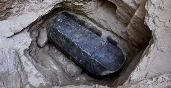 Maior sarcófago de Alexandria, no Egito, é encontrado por arqueólogos - Capa