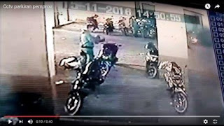 Seseorang Berseragam Polisi Maling Helm di Pemprov Lampung