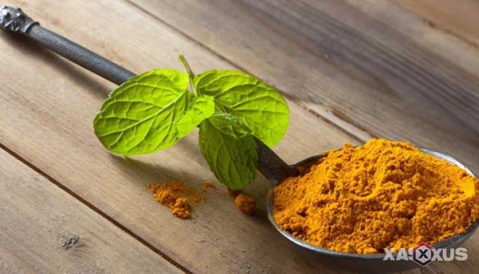 Cara membuat masker tomat, kunyit, tepung gandum utuh dan madu