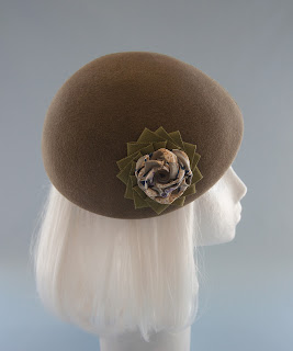 olive green beret with ribbon cockade