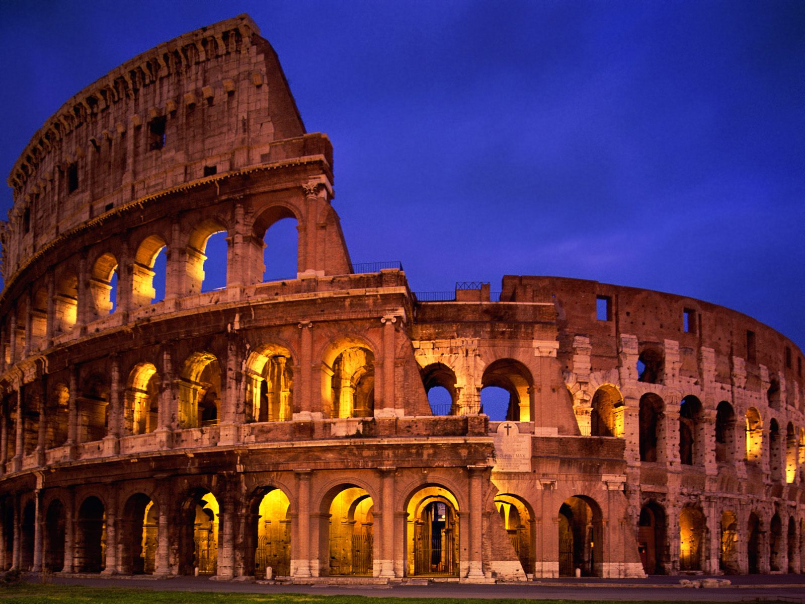 Italian Tourist: The Colosseum Of Rome In Italy Visit Place