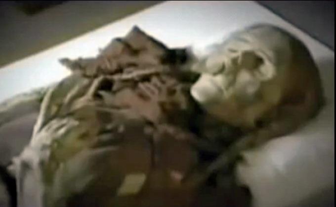 prince4 - Descubren a una mujer de más de 800 millones años de antigüedad dentro de un ataúd lleno de una sustancia desconocida