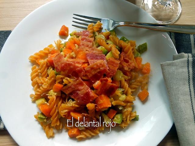 Hélices de lentejas rojas con verduras y bacon.- Saben a lentejas
