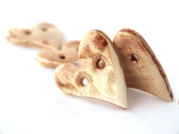 Ceramiczne guziki w kształcie serca