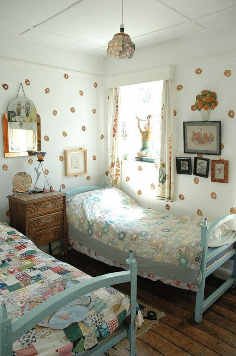 coastal cottage twin guest bedroom