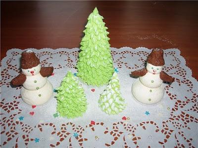 десерты на Новый год, выпечка на Новый год, новогодние десерты, новогодние блюда, новогодние сладости, рождественские десерты, рождественские сладости, рождественская выпечка, что приготовить на Новый год, что приготовить на Рождество, праздничные рецепты, новогодние рецепты, рождественские рецепты, новогодний стол, Новогодние сладкие рецепты, Безе новогоднее «Елочки», Безе «Шишки», Ёлочка из айсинга, Ёлочки из кондитерской мастики для украшения торта (МК), Ёлочка из кондитерской мастики ножницами, Ёлочки из сахарно-желатиновой кондитерской мастики, Ёлочка из лимона, лайма или других цитрусовых, Ёлочка из мастики и белого шоколада, Ёлочка из мастичных снежинок, Заснеженные ёлочки из шоколадных хлопьев, «Заснеженные ёлочки» — песочное печенье, Клубника в шоколаде: рецепты, идеи, оформление, Клубника в шоколаде с маскарпоне, Клубника в шоколаде Санта-Клаус, Кружевные съедобные шарики-безе, Миндальное пирожное «Ёлочка» с белым шоколадом и фисташками, Мягкое апельсиновое печенье, «Новогоднее» — имбирное печенье, «Новогодние звезды» — сметанно-медовое печенье, «Новогодние снежинки» — шоколадное печенье, Новогодний апельсиновый торт, «Пряное» — новогоднее печенье с шоколадной помадкой, «Рудольф» — новогодние шоколадные пирожные, Снеговик в шубке из мастики, Снеговики из безе для новогоднего стола, «Творожные Снеговички» — новогодний десерт, «Шапка Деда Мороза» — клубничный десерт, «Шишки» — новогодние пирожные,http://eda.parafraz.space/, Вкусные Ёлочки для новогоднего стола, Новогодние фигурки из кондитерской мастики и других сладостей,