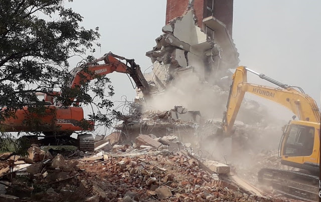 Even today, the proceedings of the destruction of illegal buildings in Kant Enclave continue in Faridabad