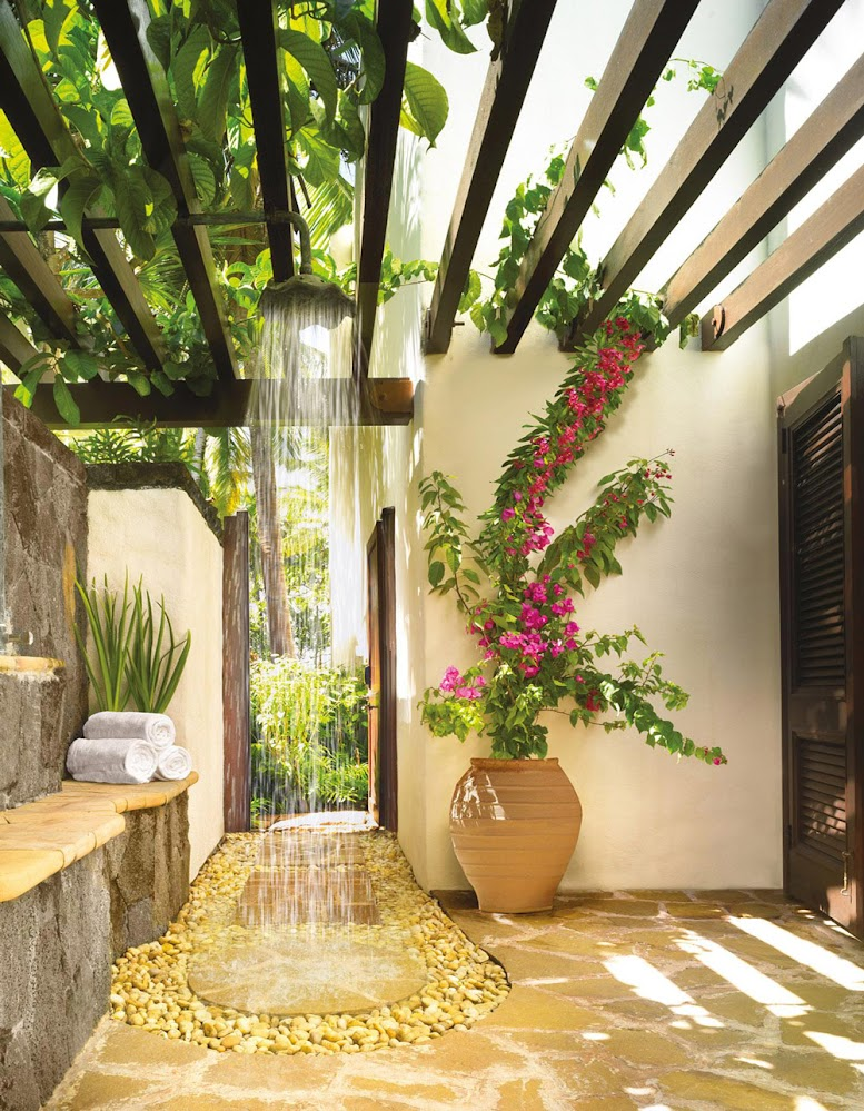 slatted-flowers-outdoor-shower-head-1