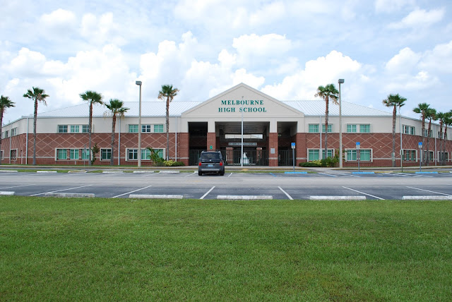 Florida deputy shoots self in hand at high school