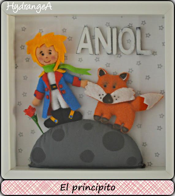 Cuadro para decorar la habitación del  bebé, realizado en fieltro con los personajes del cuento de El Principito. El Principito, el zorro y la rosa.