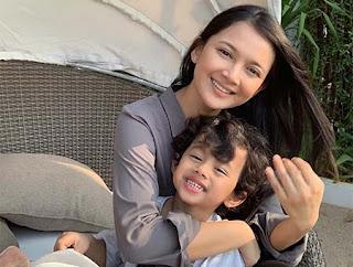 Rosnita Putri dan Anaknya