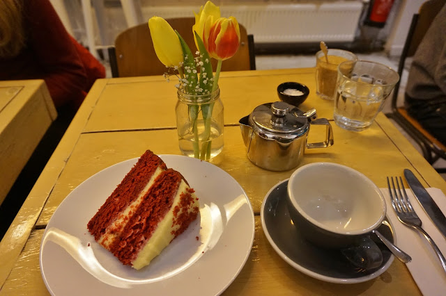 Bakers and Roasters Amsterdam - tea and red velvet cake