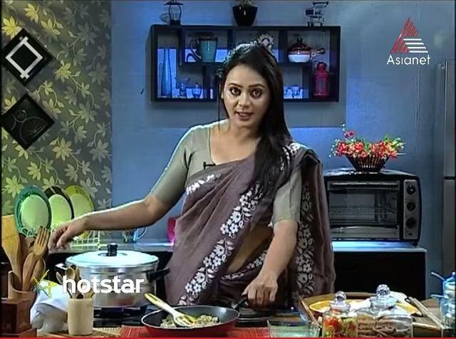 Reena Basheer Latest Hot Photos In Saree Mallufun Com