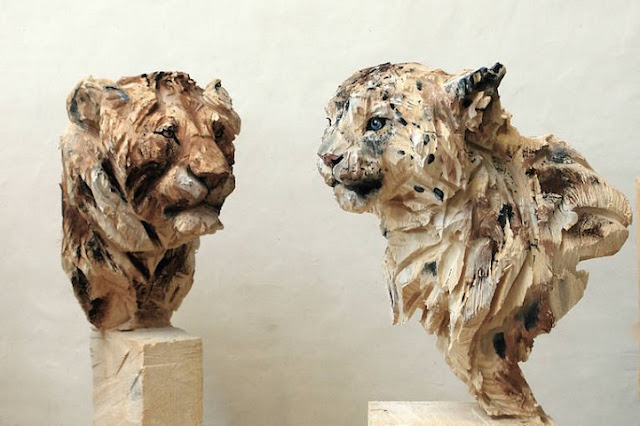 Remarkably Lifelike Wooden Animals Sculpted Using a Chainsaw