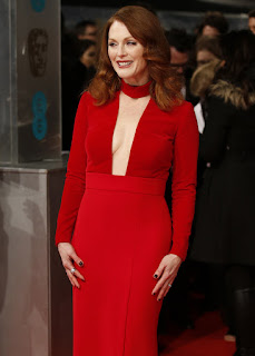 Julianne Moore Hot Cleavage Show