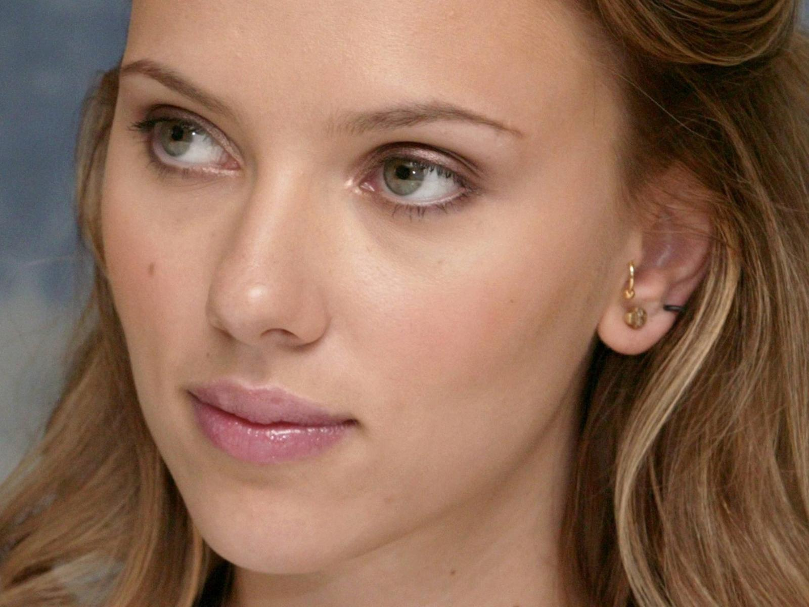 scarlett johansson-cute babe wallpaper | g 1988 beasts and beauty