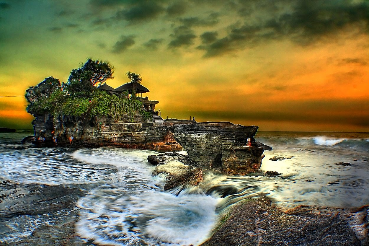 10 Places You Shouldn't Miss in Indonesia | Tanah Lot Temple - Bali, Indonesia