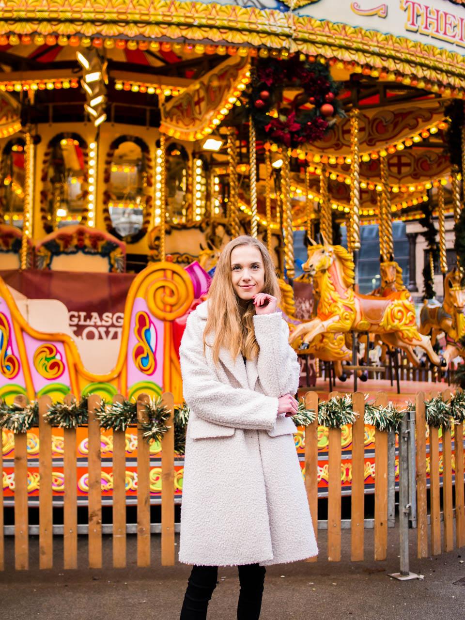 Winter outfit and Christmas marker carousel - Talviasu ja joulumarkkinoiden karuselli