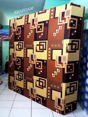 Kasur inoac motif abstrak kusen coklat