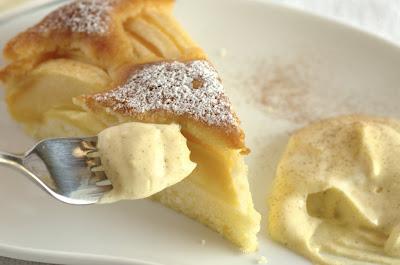 Torta di mele con crema chantilly alla cannella
