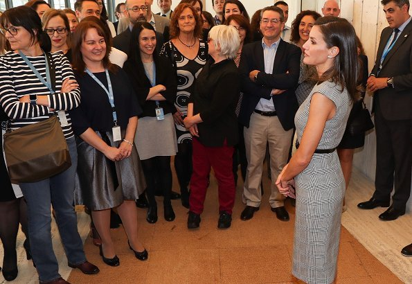 Queen Letizia wore a glen plaid cap-sleeve dress by Hugo Boss. Queen Letizia wore Hugo Boss Dechesta glen check stretch cut cap sleeve dress