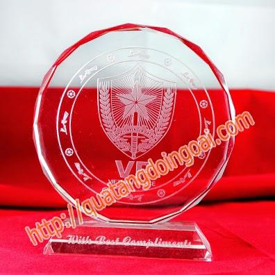 kỷ niệm chương pha lê chế tác kỷ niệm chương , làm quà tặng 20 tháng 11