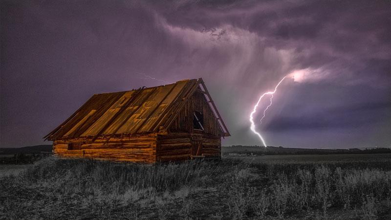 Cara Aman Menghindari Petir Saat Musim Hujan