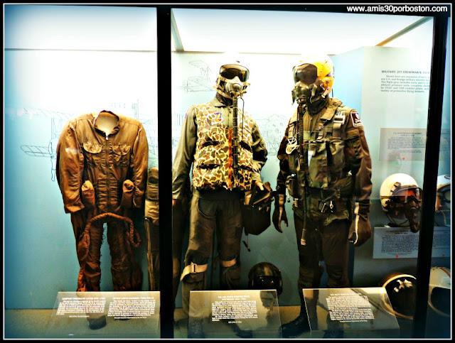 Uniformes en el Museo Nacional del Aire y el Espacio de Estados Unidos