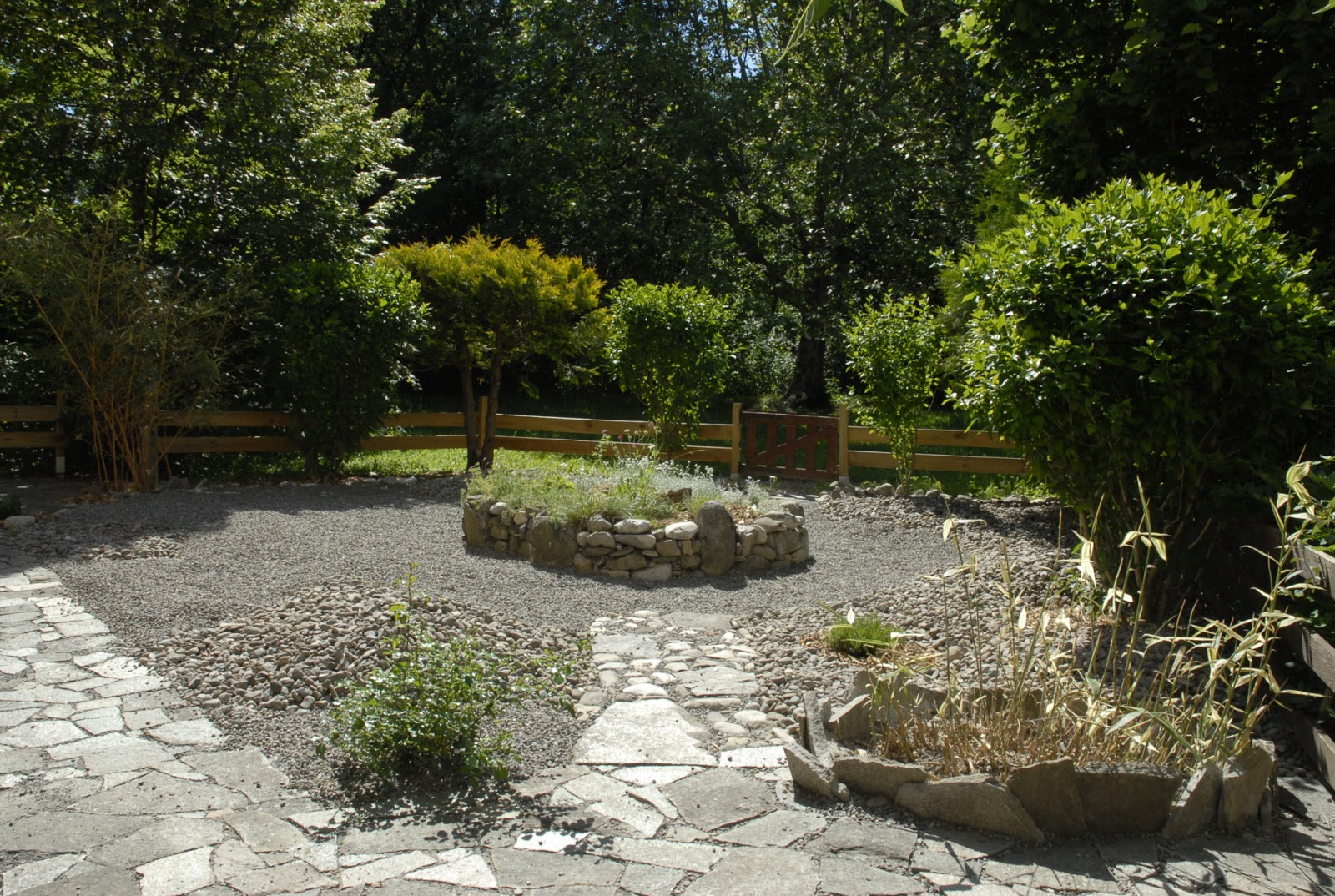 le sens des jardins chantier 2012 un jardin min ral 05. Black Bedroom Furniture Sets. Home Design Ideas