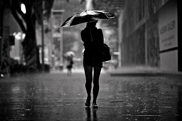 Hd Wallpapers Of Cute Kissing Couples Walking Alone In Rain Wallpapers Walking Alone In Rain