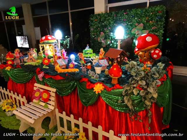 Mesa temática Jardim Encantado tradicional de tecido com muro inglês versão luxo