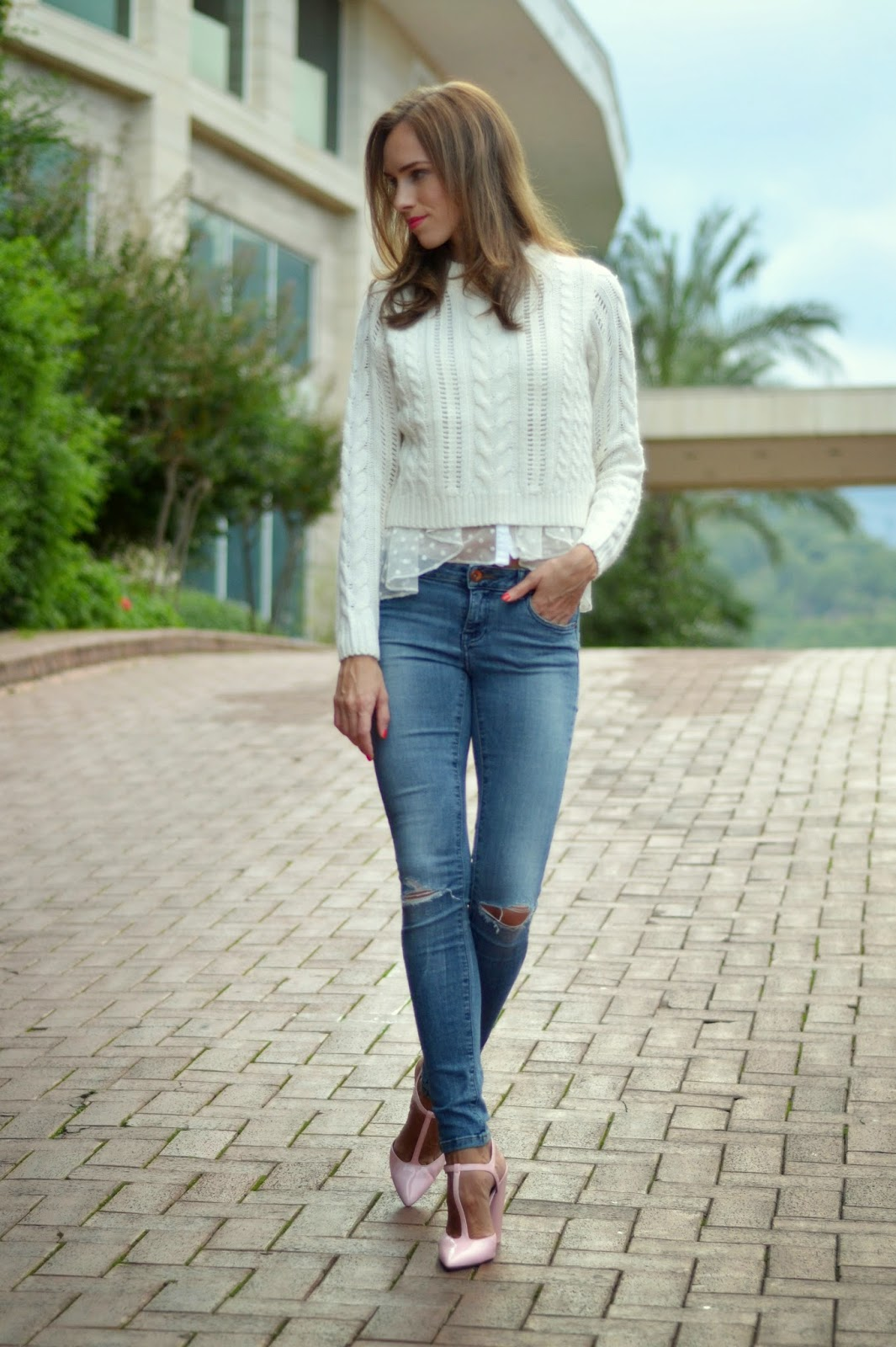 white-knit-blue-ripped-skinny-jeans-pink-heels-outfit kristjaana mere