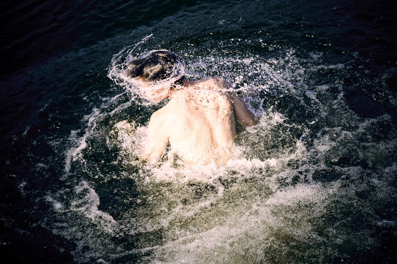 القفز في الماء