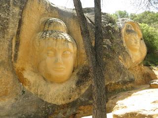 Las caras de Buendía, un tesoro en piedra al aire libre