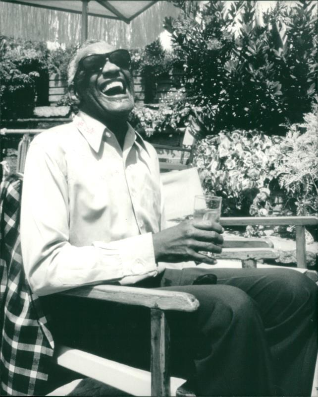 Ray Charles Video Museum: Ray Charles Is In Town - Chronology 1989