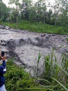 Mount Agung eruption during the rainy season caused cold lava flood
