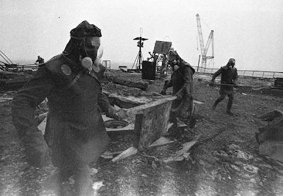 Remoção de escombros radioativos no topo do reator 3
