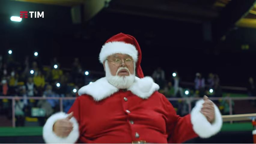 Pubblicità Tim supergiga 10 e lode con Babbo Natale FOTO - Testimonial Spot Dicembre 2016