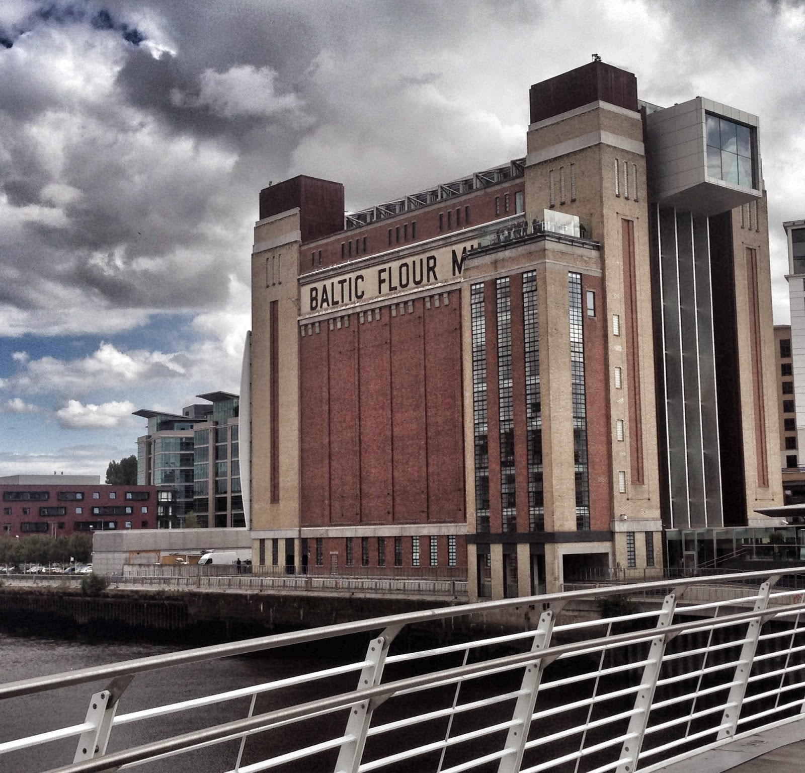 10 Places To Visit | Newcastle - Gateshead Quayside - Baltic
