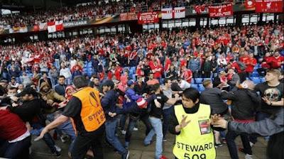 BANDAR RESMI SBOBET - Sevilla Dan Liverpool Bakal Di Hukum Denda Akibat Ulah Supporter