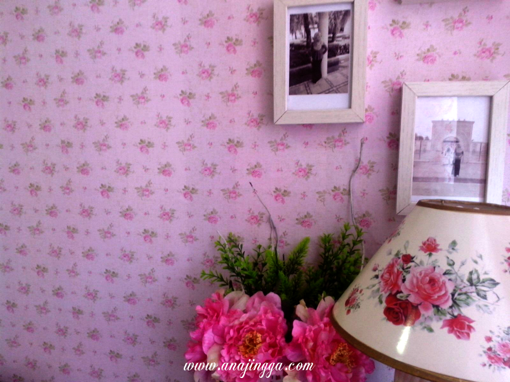 Diy pasang sendiri wallpaper di rumah anajingga - Cara pasang wallpaper ...