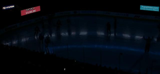United Center lights go out Blackhawks vs Islanders
