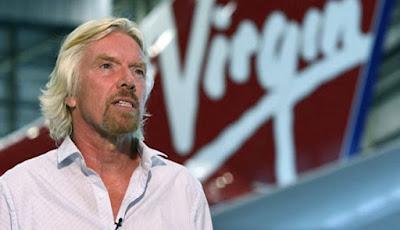 Bos Virgin Galactic Jadi Orang Pertama Menaiki Pesawat Angkasanya