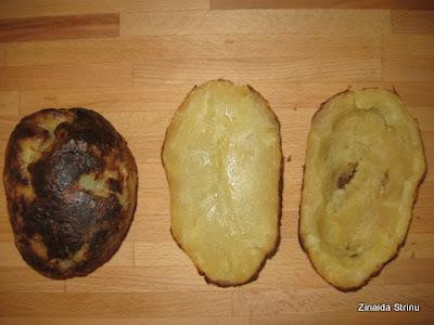 cartofii-copti-curatati-de-coaja-si-scobiti