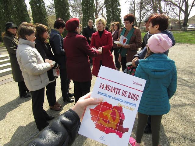 """14 nuanțe de roșu de Cristina G. și colecția """"Magistra vitae"""" Gheraesti"""