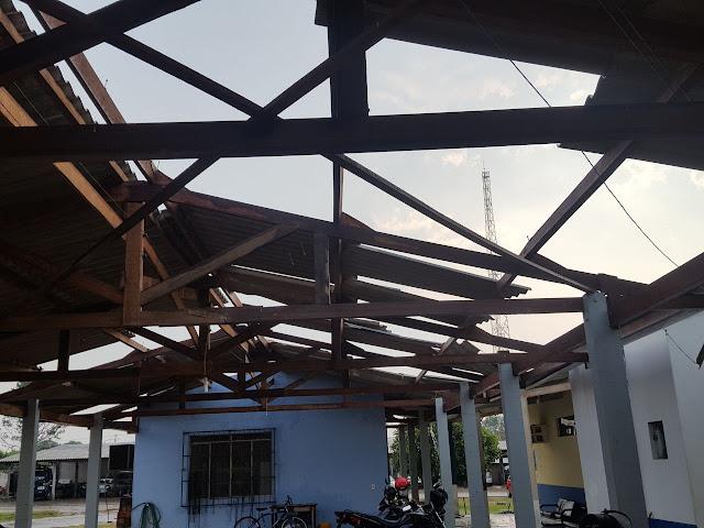 Chuva e ventos fortes destelham quartel da Polícia Militar e causam estragos em vários outros pontos de Ariquemes