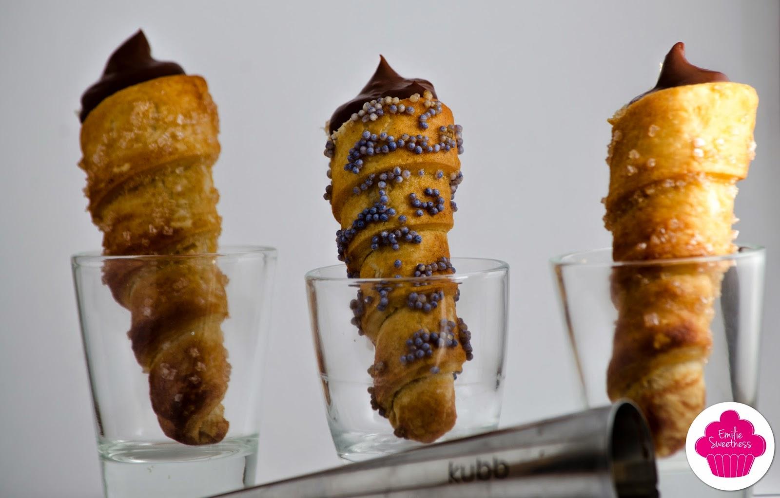 Cornets au chocolat - cornets de pâte feuilletée fourrés à la crème pâtissière au chocolat