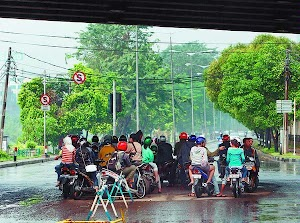 Hujan air kok takut?