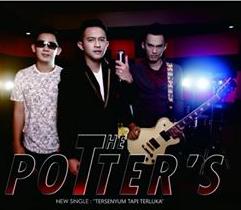 Lagu Tersenyu Tapi Terluka The Potters mp3