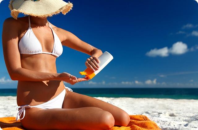 Tips Menjaga Kulit Tetap Cantik Saat Liburan di Pantai